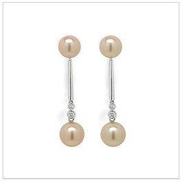 Vesta a Freshwater Pearl Earring