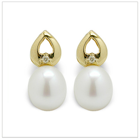 Twinkle a Japanese Akoya Cultured Pearl Earring