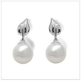 Dew Drop a Japanese Akoya Culture Pearl Earring