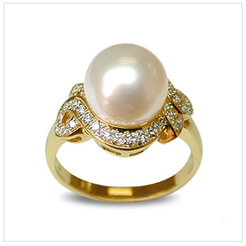 Venus a White South Sea Cultured Pearl Ring