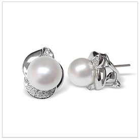 Zorah a White Australian South Sea Cultured Pearl Earring