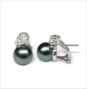 Phallaina a Black Tahitian South Sea Cultured Pearl Earring