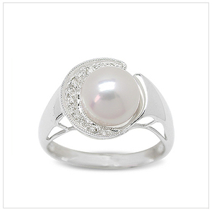 Surasa a Japanese Akoya Cultured Pearl Ring