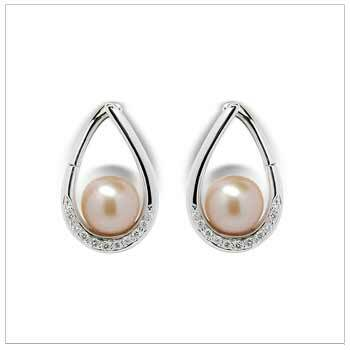Flame a Freshwater Pearl Earrings