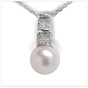 Donae a Japanese Akoya Cultured Pearl Pendant