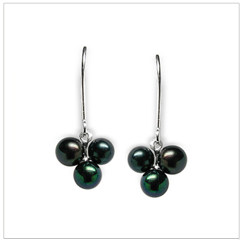 Black Pearl Earring Sweet Berry Japanese Akoya Cultured