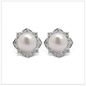 Dilana a Japanese Akoya Cultured Pearl Earring