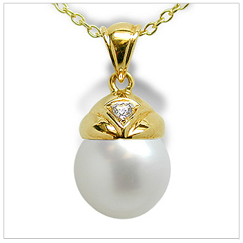 Aladdin a Australian White South Sea Cultured Pearl Pendant