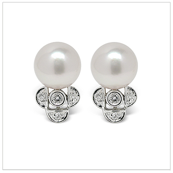 Felicity a Japanese Akoya Cultured Pearl Earring