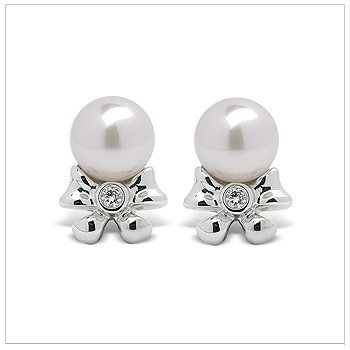 Chloe a Japanese Akoya Cultured Pearl Earring