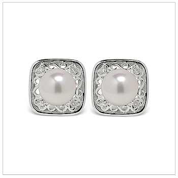 Joelle a Japanese Akoya Cultured Pearl Earring