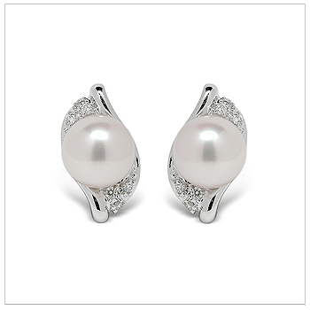 Bisma a Japanese Akoya Cultured Pearl Earring