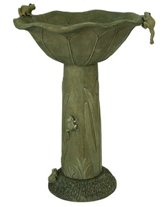 Acadia Solar Birdbath with Olive Green Finish and Well-crafted Frog Sculptures