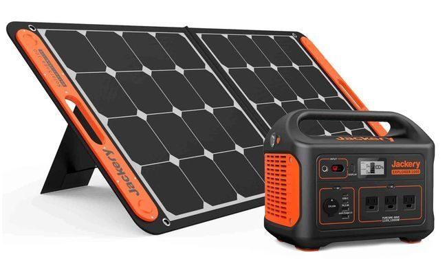 Jackery Explorer 1000 Portable Solar Generator Kit