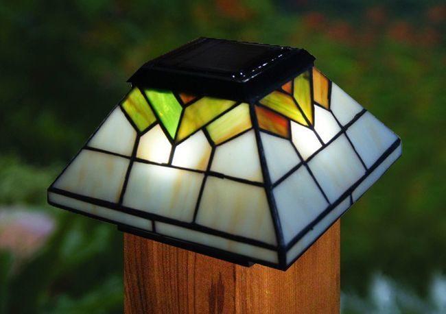 Classy Caps Wellington Solar Post Cap Light Tiffany Style