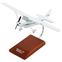 Cessna 172 Skyhawk Model Airplane 1/32 Scale