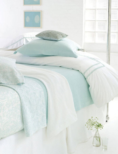Petite Trellis 18 White Matelasse Bedskirt