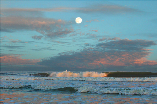 cottage-moon-and-surf